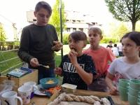frischgebackenes Brot mit Karottenbutter