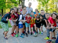 Paralympics-Champion Günther Matzinger  trainiert mit Jugendlichen in Lehen, Streusalz, JUZ Lehen, Jugendzentrum, Salzburg, 20150424, (c) wildbild