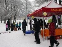 Buntes Schneetreiben im Lehener Park